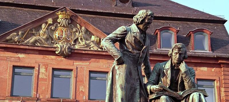 800px-Hanau_Denkmal_Gebrueder_Grimm